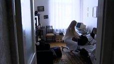 1. Светлана Ходченкова в ночной рубашке – Карусель