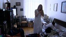 Светлана Ходченкова в ночной рубашке