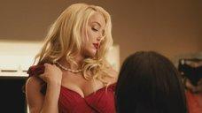 Эмбер Хёрд сексуальном красном платье