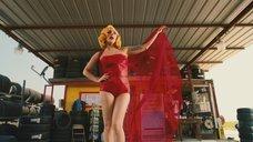 Леди Гага в красном платье