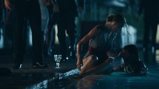 2. Светлана Ходченкова падает в бассейн – Служебный роман. Наше время