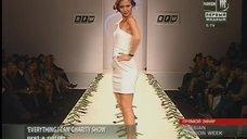 Елена Захарова на благотворительном показе белых платьев на Russian Fashion Week