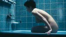 Обнаженная Анна Старшенбаум в ванной