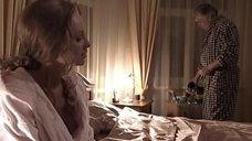 Елена Ксенофонтова засветила грудь