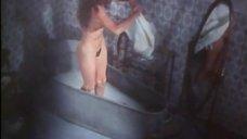 Подглядывание за голой Анн Фонтен в ванне