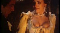 Мари-Ив Доре засветила соски