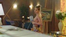 Мария Ульянова топлес с лампой