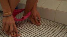 3. Карла Юри в туалете – Запретная территория