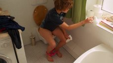 5. Карла Юри в туалете – Запретная территория