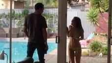 Кэтрин Хьюз в купальнике