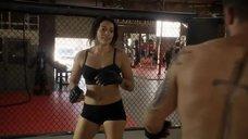 Натали Мартинес тренеруется на ринге