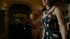 Ракеле Ройал в откровенном платье