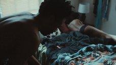 1. Эшли Джон на кровати – Атланта