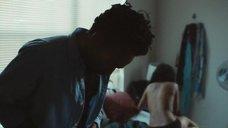 4. Эшли Джон на кровати – Атланта