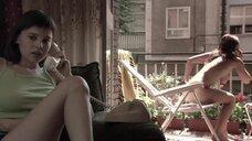 2. Полностью голая Диана Суарез принимает душ на балконе – Люсия и секс