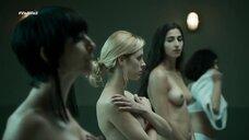 Девушки на досмотре в тюрьме