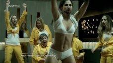 Альба Флорес танцует стриптиз в тюрме