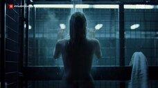 Мэгги Сивантос под горячем душем