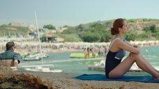 Виктория Исакова на пляже