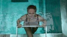 2. Виктория Исакова задерживает дыхание в бассейне – Один вдох