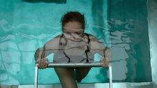 3. Виктория Исакова задерживает дыхание в бассейне – Один вдох