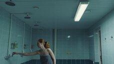3. Виктория Исакова под душем – Один вдох