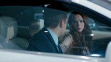 Интимная сцена с Еленой Николаевой в машине