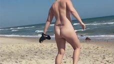 4. Обнаженная Эми Шумер на пляже – Ожидание Эми