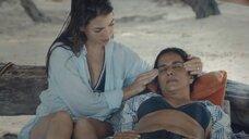 Элоиза Матюрен делает массаж висков для Патрисии Веласкес