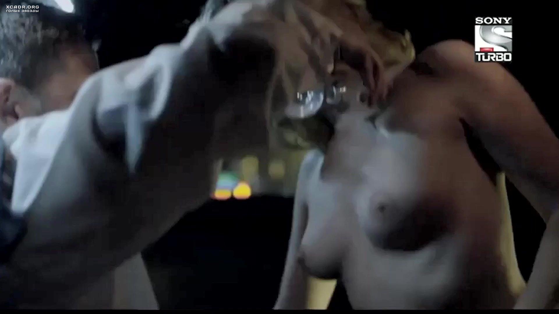Nikki Griffin Breasts Scene In The Dukes Of Hazzard