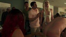 Джанет Монтгомери хлестает по заднице