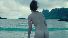 Дженни Слейт купается голой
