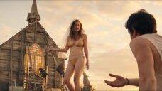 7. Лара Пик в купальнике – Дивный новый мир