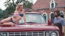 3. Секси Верле Батенс в купальнике на машине – Разомкнутый круг