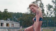 4. Секси Верле Батенс в купальнике на машине – Разомкнутый круг