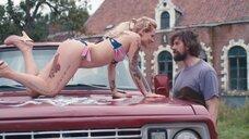 5. Секси Верле Батенс в купальнике на машине – Разомкнутый круг