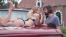 6. Секси Верле Батенс в купальнике на машине – Разомкнутый круг