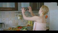 1. Анастасия Талызина в полотенце – Патриот