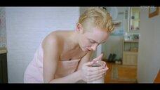 Анастасия Талызина в полотенце
