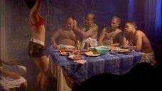 3. Стриптизерша в бане – Солдаты