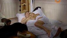 Анна Ардова в постели