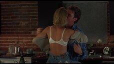 4. Интимная сцена с Келли Роуэн – Кэндимэн 2: Прощание с плотью