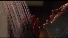 2. Келли Роуэн в душе – Кэндимэн 2: Прощание с плотью
