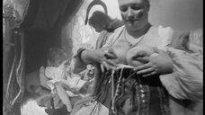 3. Лысая женщина с голой грудью – Трудно быть богом (2013)