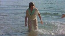 Сандра Принслу в мокрой одежде