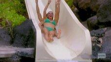 Тедди Мелленкамп Арройяве в купальнике на горке