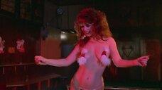 Лиза Лоринг топлес с наклейками на сосках