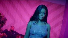 Засвет груди Рианны в клипе Work