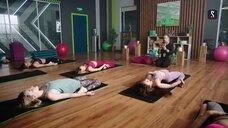 1. Девушка на йоге – Фитнес