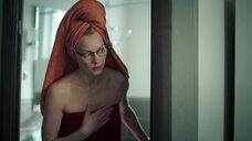 Светлана Ходченкова в полотенце